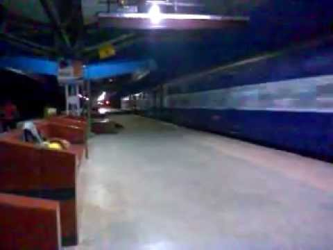 Indian Railways!!!!! 12341 Howrah-Asansol AGNIVEENA Express with HWH WAP4!!!!!