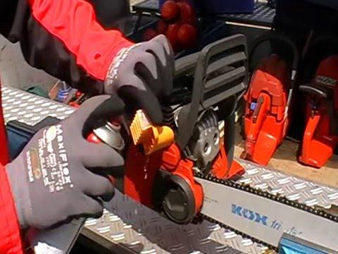 Motorsägentraining.de Reinigung des Luftfilters an der Motorsäge
