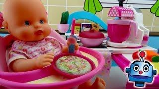 Baby eats in Nenuco's kitchen