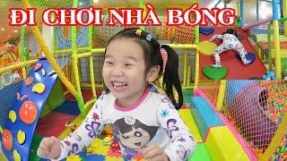 BÉ ĐI CHƠI NHÀ BÓNG 😍 Chơi cầu trượt, indoor playground for kids ♥ Dâu Tây Channel