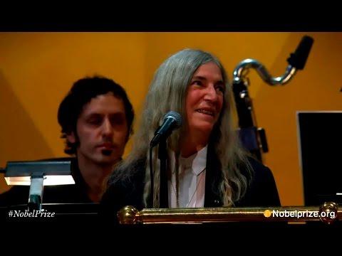 Patti Smith - A Hard Rain's A-Gonna Fall (ceremonia Premios Nobel 2016)
