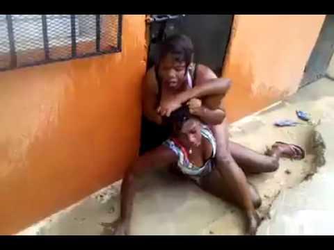 (Tremendo Pleito !!) Dos Mujeres Se Van A La Trompa Por Unos Pantis