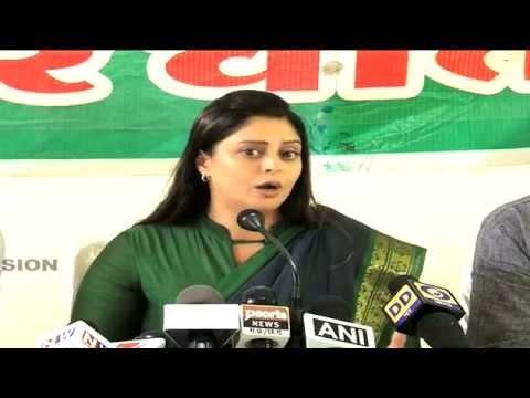 Funny: Nagma says Kashmir separatist Geelani is Bharat Ratna not Bismillah Khan