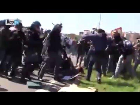 29/04/2016 - Cariche durante lo sciopero generale a Pisa