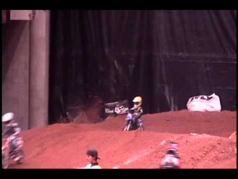 4 year old racing Arenacross on PW50