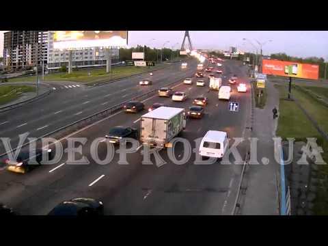 Пешеход терроризирует авто