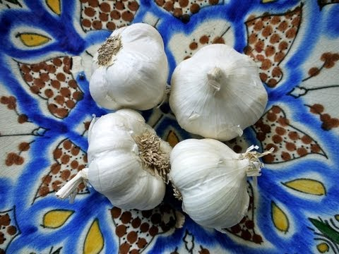Quick Tip Recipe: How To Peel Garlic - Weelicious