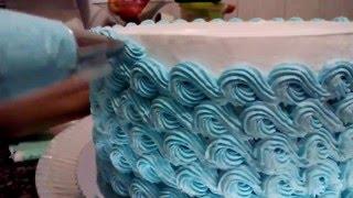 Decorando bolo com o bico 4 B (Mago)