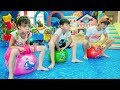 Kids Play Jumping with Balloons Children's game! Johny Johny Yes Papa Song Children