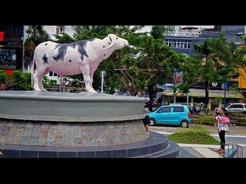 Walking in Makassar ( Indonesia )