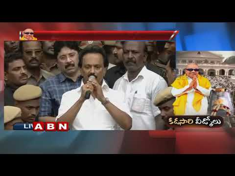 Lakhs of Fans Pays Tribute to Karunanidhi at Rajaji Hall | Stalin appeals for calm