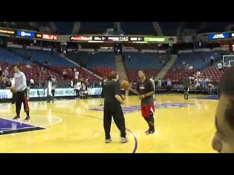 Chicago Bulls Derrick Rose Dunking One Handed Before Sacramento Kings Game