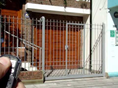 Reja corrediza con puerta de escape central zarate youtube - Puertas metalicas jardin ...