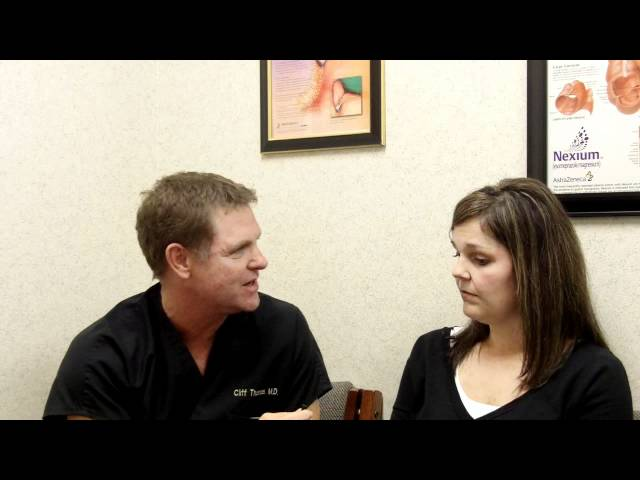 Houston Bariatric Surgeon Dr. Clifton Thomas talks with a Sleeve Gastrectomy Patient