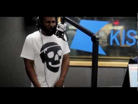 Logan Sama: FOOTSIE versus FOOTSIE – 'TRAPS'  | 28.05.12 | Grime, UKG, Rap