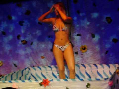 Gata molhada na Millenium disco club 06