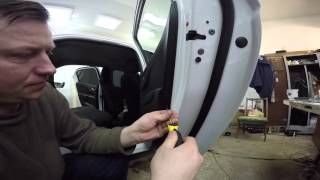 Peugeot 301 disassembly door (Peugeot 301  разборка двери)