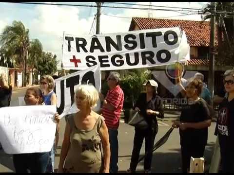 Moradores do Umuarama manifestam em local de graves acidentes