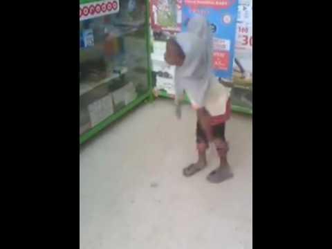 طفلة افريقية ترقص على انغام ميس شلش thumbnail