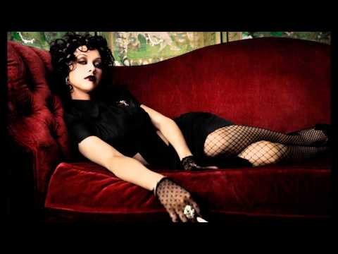 Christina Aguilera- Walk Away