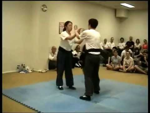 Chin na techniques in chi sao - Susana Vuvan and Rhiannon Gibson Image 1
