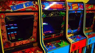At the Laundry Mat : Classic Arcade machines!!! Wow!!!