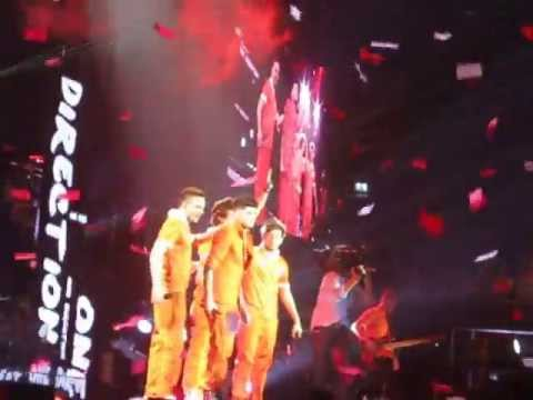 One Direction-what Makes You Beautiful Live Amsterdam Ending Hd Tmh Tour video