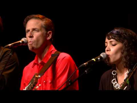 Calexico - Moon Never Rises