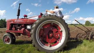 Farmall H and Super M Plowing With No.8 Little Genius 2 and 3 Bottom Plows