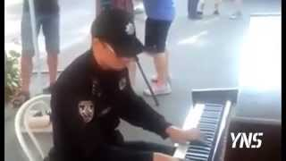 Украинский полицейский. A police officer on the street playing the piano Ukraine Kiev One Republic