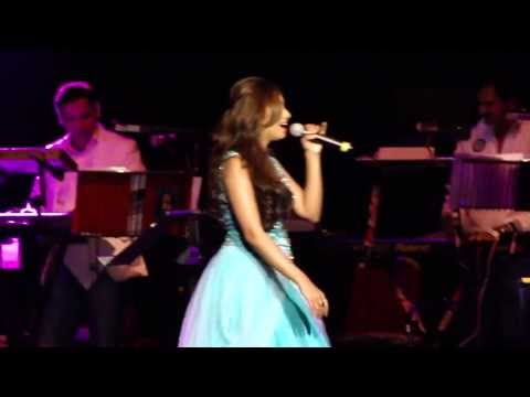 Shreya Ghoshal Performs The Hot Number chikni Chameli In Royal Albert Hall London, Live 2013 video