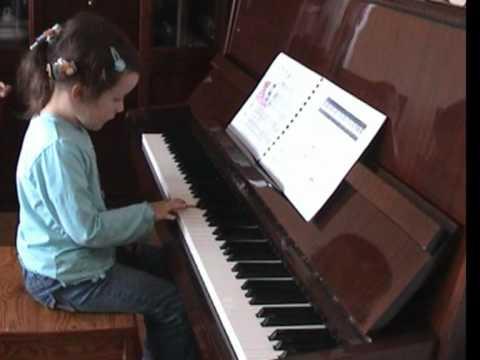 Zuzia Gra Na Pianinie Już Dwa Lata