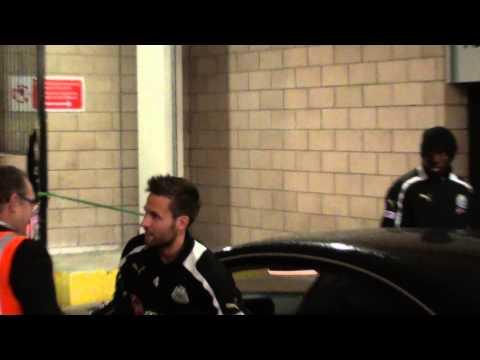 Yohan Cabaye, Ben Arfa & Demba Ba in a Mercedes - Newcastle V Brugge