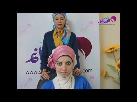 بسهولة تعلمي طريقة لفة حجاب سواريه باللون الوردي