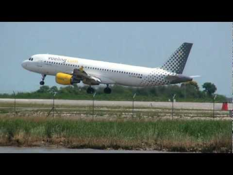 Venice Tessera airport movements, runway 4R, in HD! The Venice Marco Polo airport (Vce - Lipz) is the 3rd airport in Italy after Rome Fiumicino and Milan Malpensa! Direct flights from and...