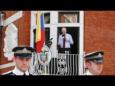 Wikileaks founder Julian Assange may surrender to police