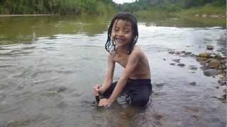 Anak Orang Asli Mandi Sungai
