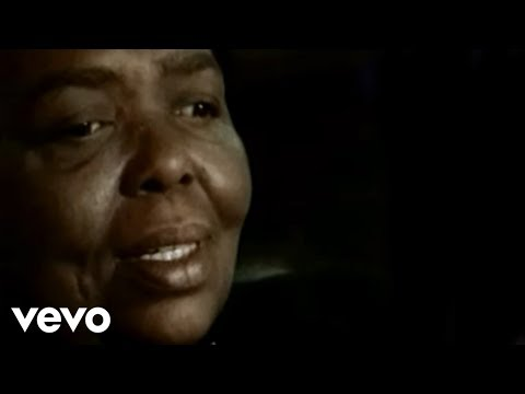 Cesaria Evora - Petit pays (Official Video)