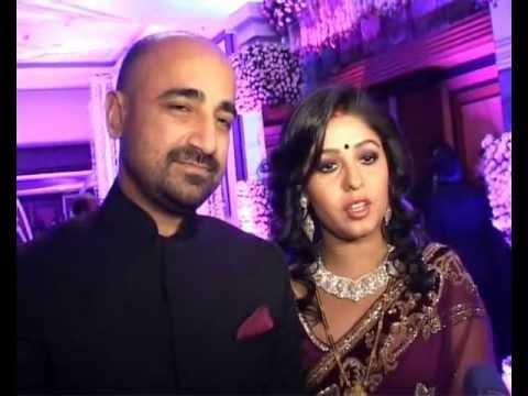 Sunidhi Chauhan Wedding Reception. Raju Srivastava Udit Narayan Present video