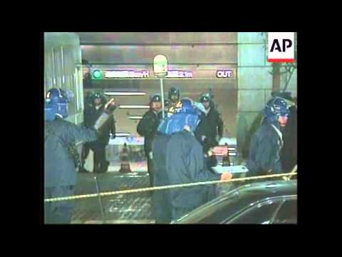 JAPAN: TOKYO: HOSTAGE CRISIS AT STOCK EXCHANGE ENDS (2)