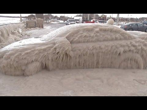 こんなに車が凍ること・・・あるんだね・・・・。