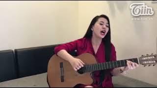 Cô giáo Việt sexy thành thạo 3 ngoại ngữ, chơi 4 nhạc cụ bất ngờ nổi tiếng trên trang mạng