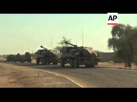 Mali - Key town retaken from rebels by French troops / Hollande meets Malian President in Timbuktu a