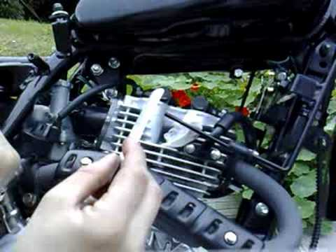 Chinese motorbike adjust valve clearance 1
