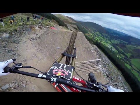 Viví la emoción de bajar por el circuito de mountain bike más peligroso del mundo