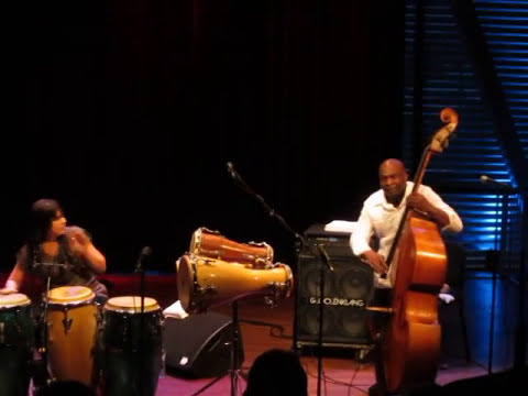 Jorge Reyes and Marypaz: Con Tumba y Contrabajo live at the Bimhuis