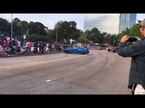 Shelby GT350 Crash [1080p] (Cars and Coffee Houston 10/1/16)
