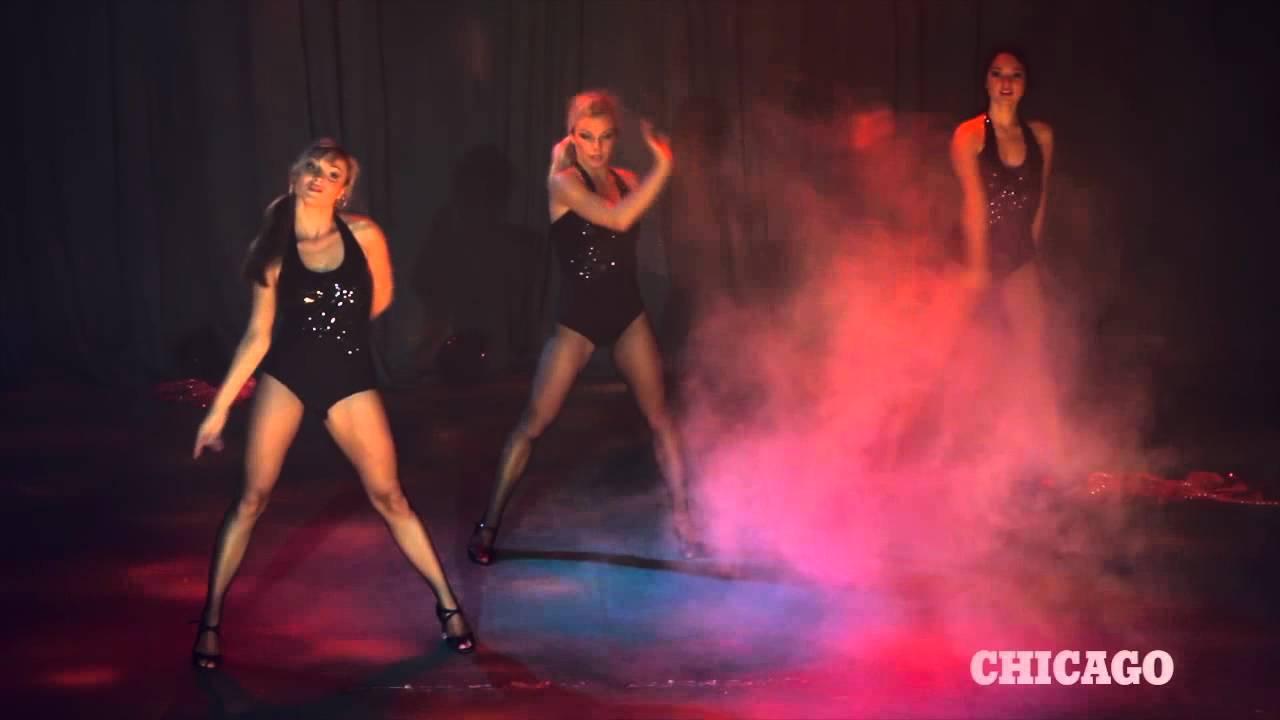 eroticheskoe-tantsevalnoe-shou-le-paradise