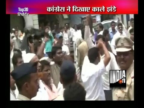Protestors greet Sharad Pawar with black flags