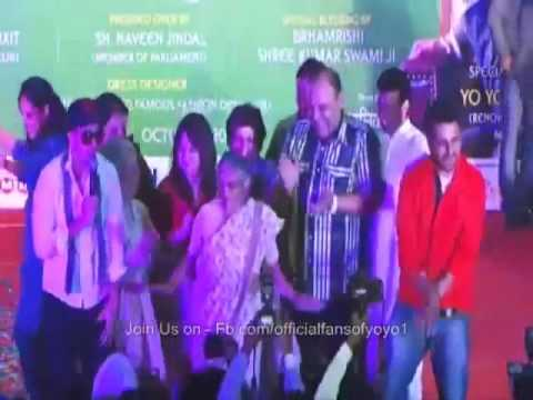 Shocking !!  Sheela Dixit Dancing  With Sexist Lyrics Maker Sex Rapper Honey Singh video